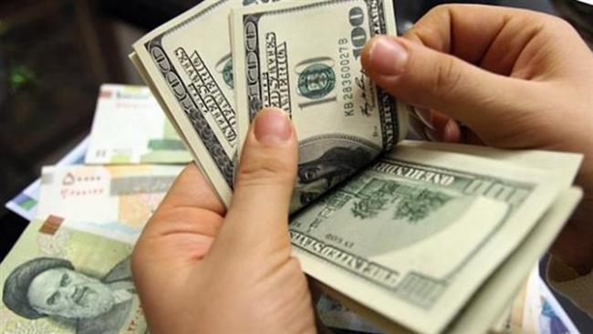 متضرر شدن افرادی که منابع خود را به ارز تبدیل می کنند/ بازار ارز آرام می شود